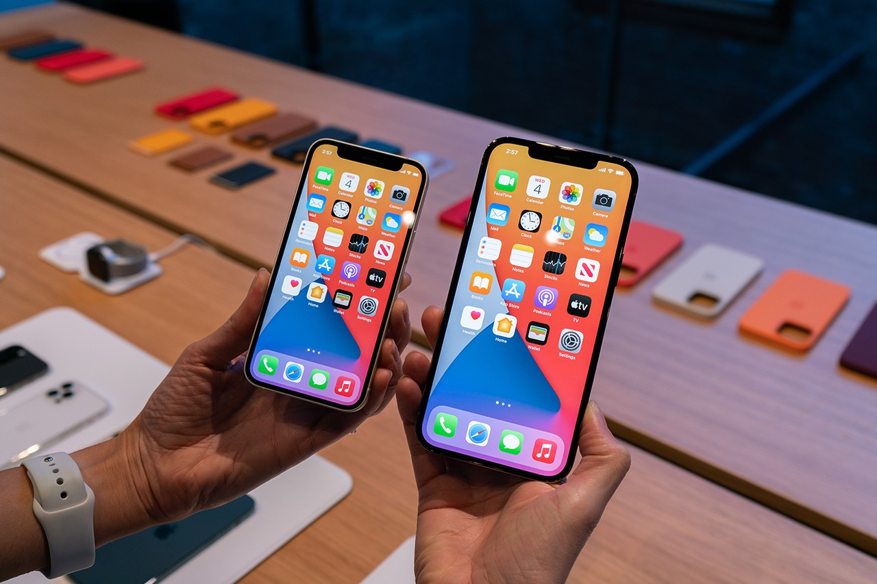 First Hands On Videos Of Iphone 12 Mini And Iphone 12 Pro Max Are Out Appletrack